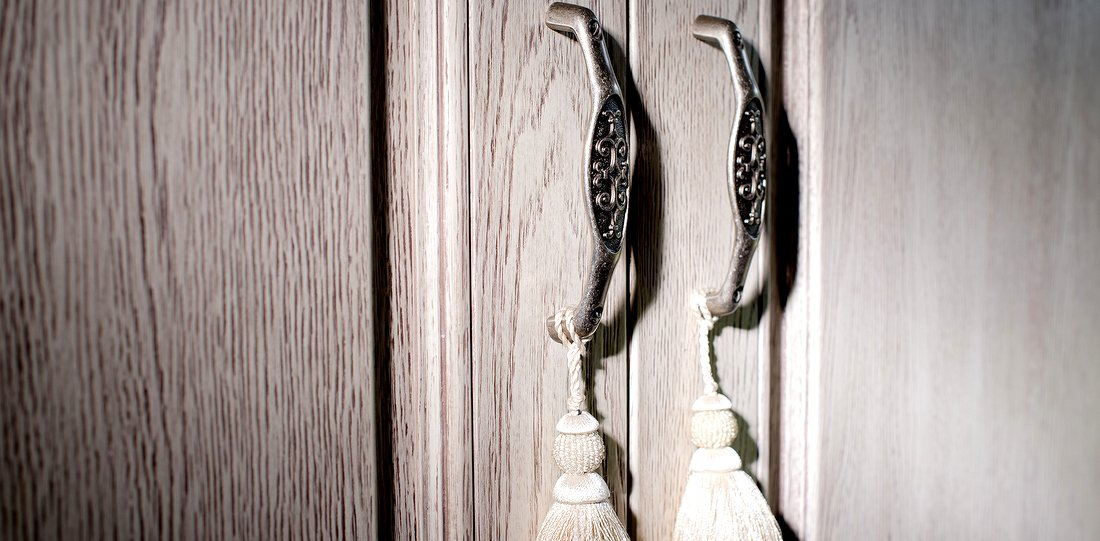 Fitted doors – carved wooden doors made to measure – topping bespoke wardrobe door to size – handles